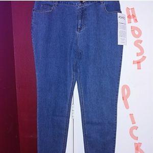 NWOT Skinny/Straight Leg Jeans